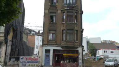 Ixelles : une maisons isolée au milieu des travaux dans la rue du Trône