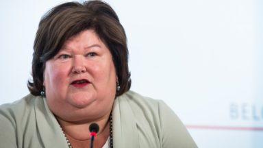 Malades de longue durée: Maggie De Block revoit en partie sa copie