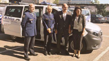 La zone de police de Bruxelles-Ixelles obtient trois nouvelles camionnettes grâce à la Région