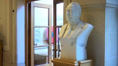 Le MRAX demande le retrait du buste de Roger Nols à Schaerbeek : la commune refuse