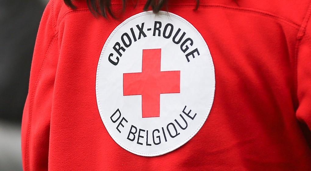 la croix rouge cherche d 39 urgence des b n voles pour les personnes g es isol es. Black Bedroom Furniture Sets. Home Design Ideas