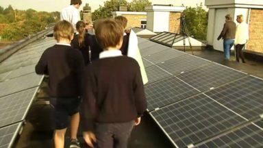 Une coopérative sociale installe des panneaux photovoltaïques à moindre coût dans les écoles