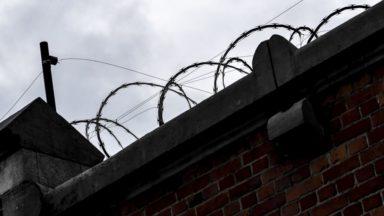 Le parquet de Bruxelles poursuit une directrice de la prison de Forest et 24 gardiens