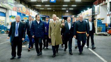 Le roi Philippe en visite au marché matinal bruxellois Mabru (photos)