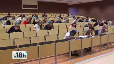 De courageux élèves de secondaire suivent les cours préparatoires de l'ULB