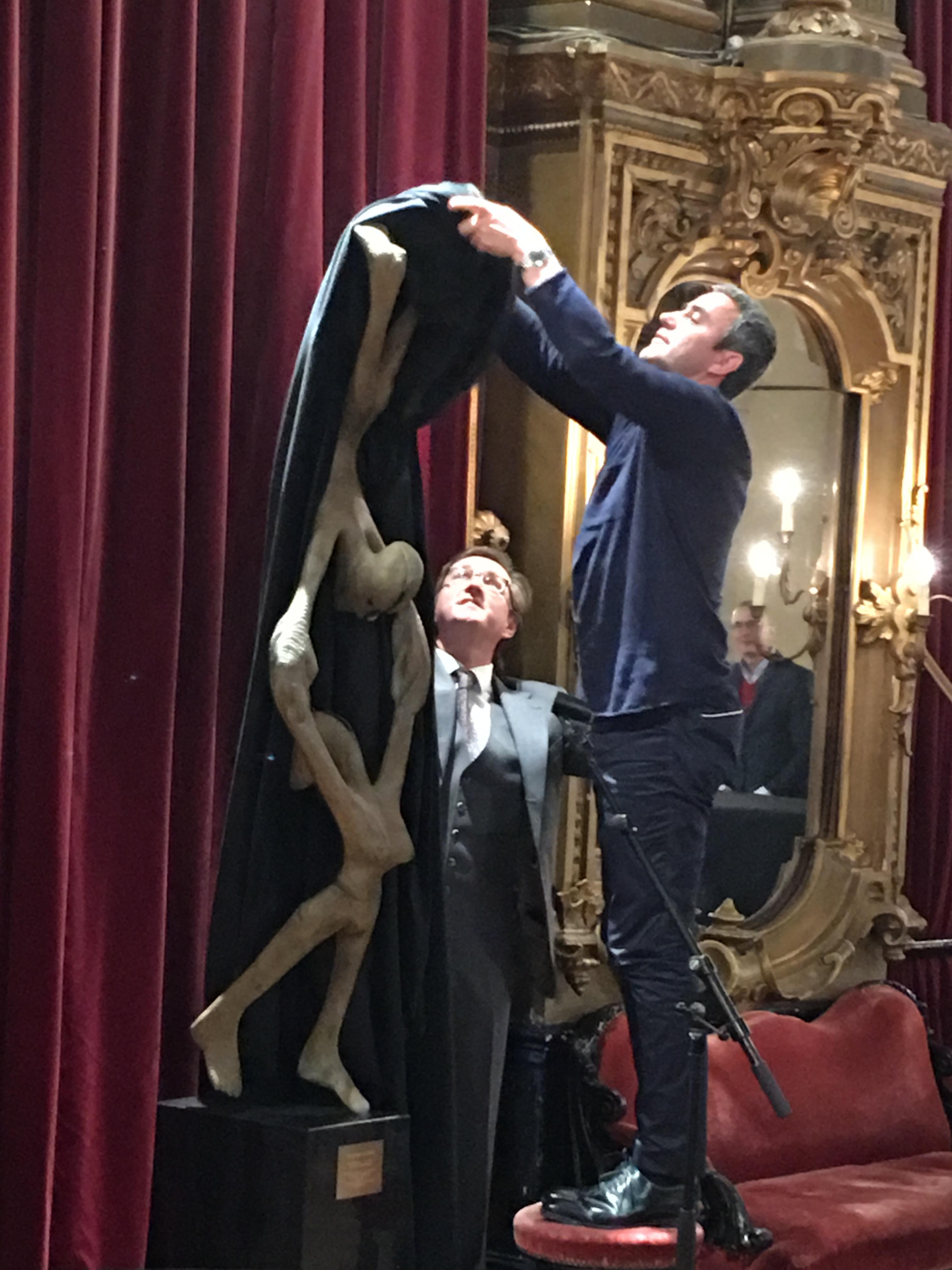 Grand Foyer La Monnaie : Inauguration d une sculpture en hommage à gérard mortier