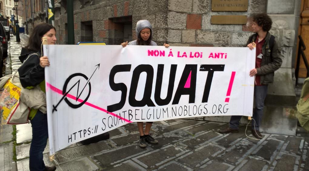 loi anti squat ils ont occup la maison des parlementaires pour protester. Black Bedroom Furniture Sets. Home Design Ideas