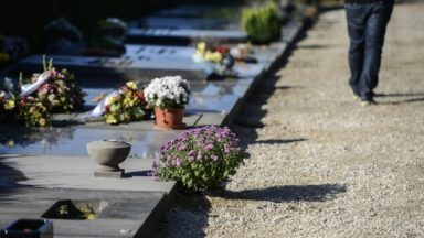 Bruxelles autorisera bientôt l'inhumation dans un linceul ou dans des cercueils en carton