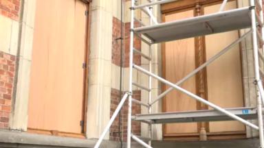 Conservatoire de Bruxelles : les châssis de la cour d'honneur retrouvent leur lustre d'origine
