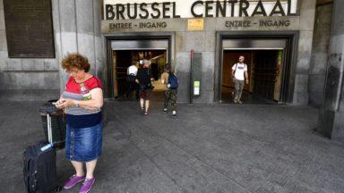 Distribution de faux billets à la Gare Centrale contre les coupes budgétaires du rail