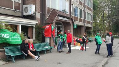 Schaerbeek : les travailleurs mis à la porte manifestent à l'entrée du home Bergamote