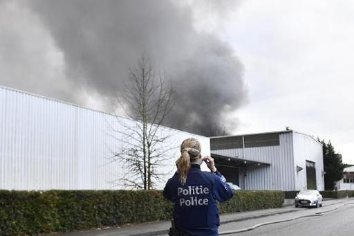 Un incendie dévaste une usine à Bruxelles — Risque toxique