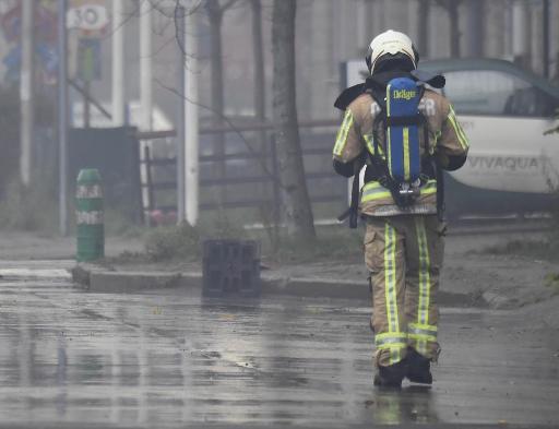 Bruxelles invitée à se calfeutrer — Important incendie