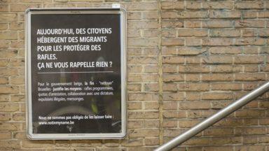 Des activistes mènent une campagne d'affichage pour dénoncer la politique migratoire