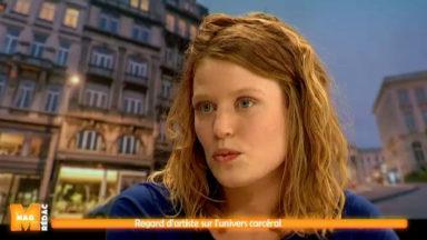 """""""Plus loin les yeux"""" expose les œuvres d'une artiste au contact des détenues de Berkendael"""