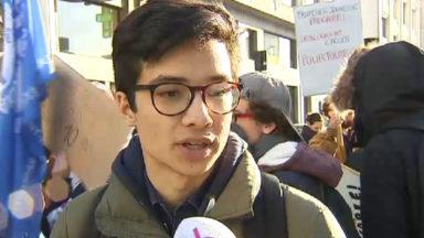 Précarité des étudiants : 250 manifestants chez Marcourt