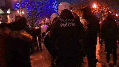 Bruxelles : un des neuf émeutiers recherchés s'est rendu à la police