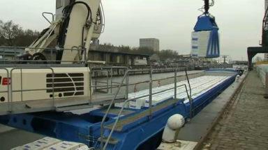 Le transport de palettes par bateau pour éviter l'entrée de camions à Bruxelles