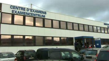 """Les centres d'examen bruxellois pris d'assaut avant l'instauration des nouvelles règles du permis de conduire : """"Ne vous ruez pas"""""""