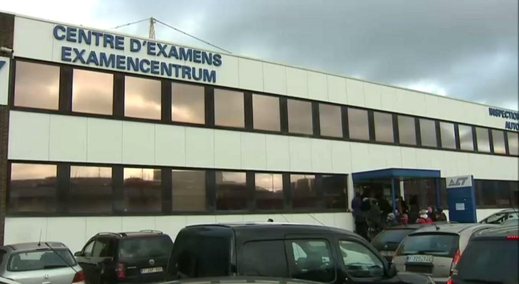 les centres d 39 examen bruxellois pris d 39 assaut avant l 39 instauration des nouvelles r gles du. Black Bedroom Furniture Sets. Home Design Ideas