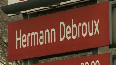 Le supermarché Delhaize de Herrmann-Debroux a oublié un R dans son nom