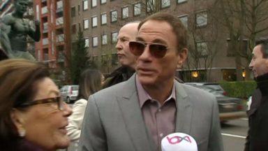 Anderlecht : Jean-Claude Van Damme devant sa statue pour présenter sa nouvelle série