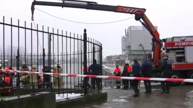 Laeken : un homme repêché dans le canal par les pompiers