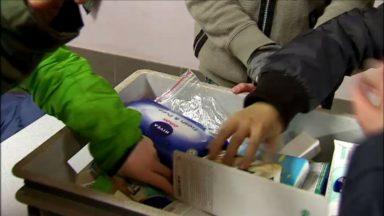 Des écoliers récoltent des produits de soins pour les migrants du Parc Maximilien