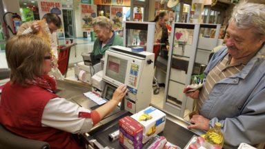 Distributeurs d'argent : amendes pour les supermarchés qui contournent les règles