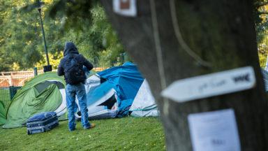 La Ville de Bruxelles ne veut plus des migrants au Parc Maximilien : les contrôles de police vont s'intensifier