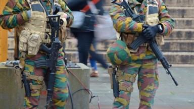 Le ministre de la Défense veut moins de soldats dans les rues : le ministre de l'Intérieur réplique
