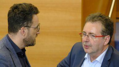 """Vervoort lance un appel à la sérénité sans excuser Smet qui a comparé Bruxelles à """"une prostituée"""""""