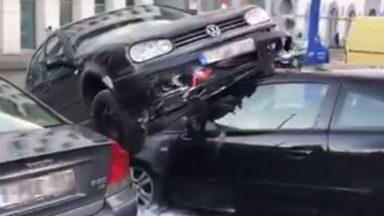 Bruxelles : accident spectaculaire au carrefour entre Lemonnier et le boulevard du Midi