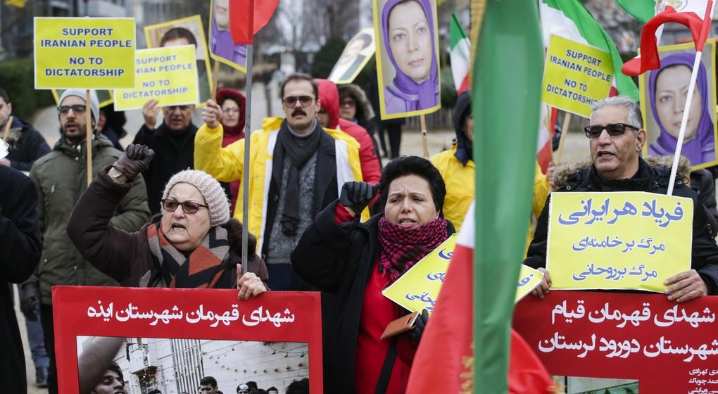 """la technique du """"combat de chiens"""" à l'oeuvre en iran Manifestation-Iran-Bruxelles-Schuman"""