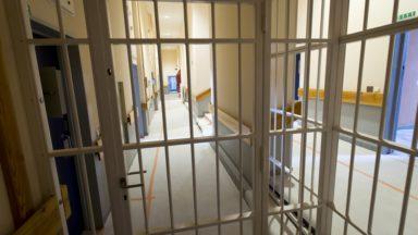 """""""Prudemment optimiste"""" : la pression terroriste et radicale diminue dans les prisons"""