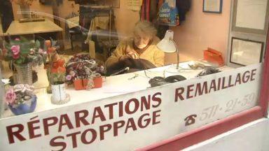 Marie-Josée Devroede, la dernière stoppeuse et remailleuse des Marolles, toujours au poste à 92 ans