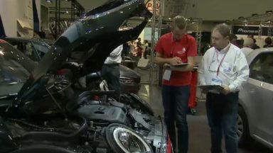 Près de 160 jeunes techniciens se relayent chaque jour au Salon de l'Auto