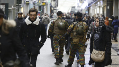 """La fin des militaires en rue en cas de retour au niveau 2 ? """"Ce n'est pas automatique"""", estime Koen Geens"""