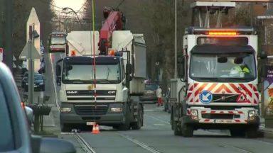 Le trafic du tram 81 perturbé : un camion a arraché une caténaire à Anderlecht