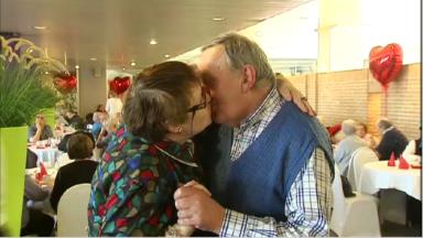 300 seniors réunis: l'amour traverse les âges à Anderlecht