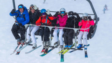 La famille royale est au ski en Suisse (photos)