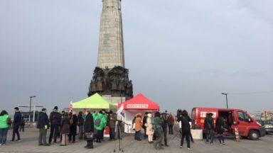 Globe Aroma: 150 personnes place Poelaert en soutien à un militant syndical et un artiste interpellés