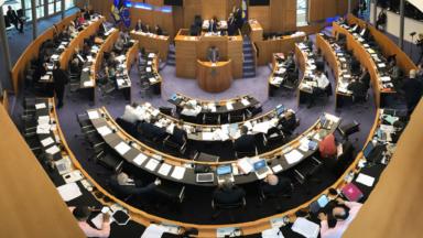 Le Parlement bruxellois va condamner à son tour les visites domiciliaires