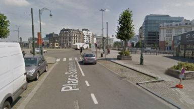 Une course-poursuite avec la police se termine par une collision sur le square Sainctelette