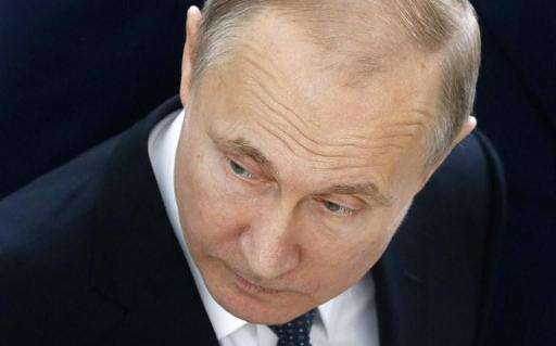 Poutine met Macron en garde contre tout