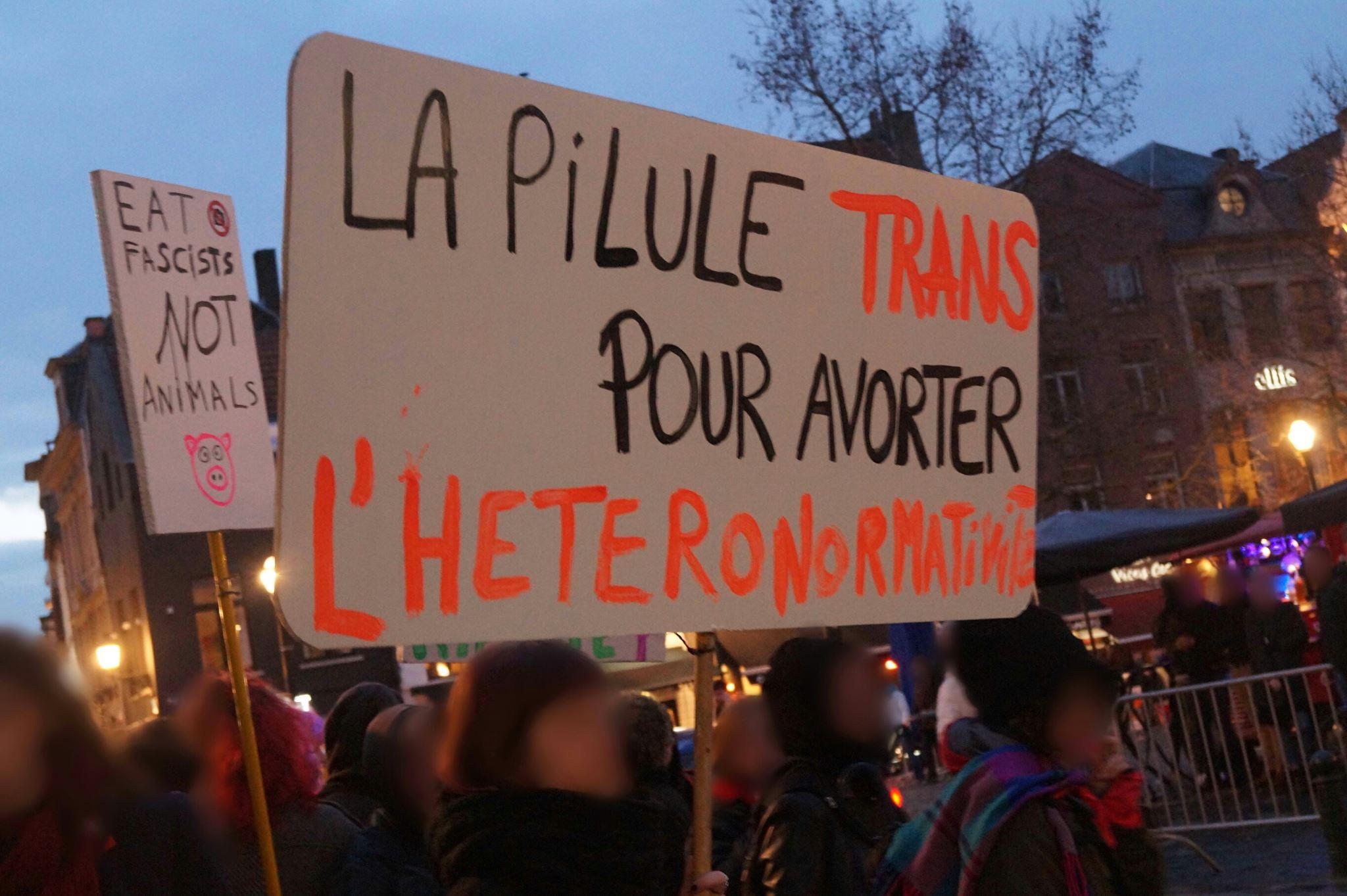 La police invite les manifestantes f ministes porter - Porter plainte combien de temps apres ...