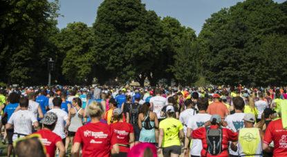 20 km de Bruxelles: une vingtaine de joueurs de rugby aideront trois jeunes invalides à participer à l'évènement - BX1
