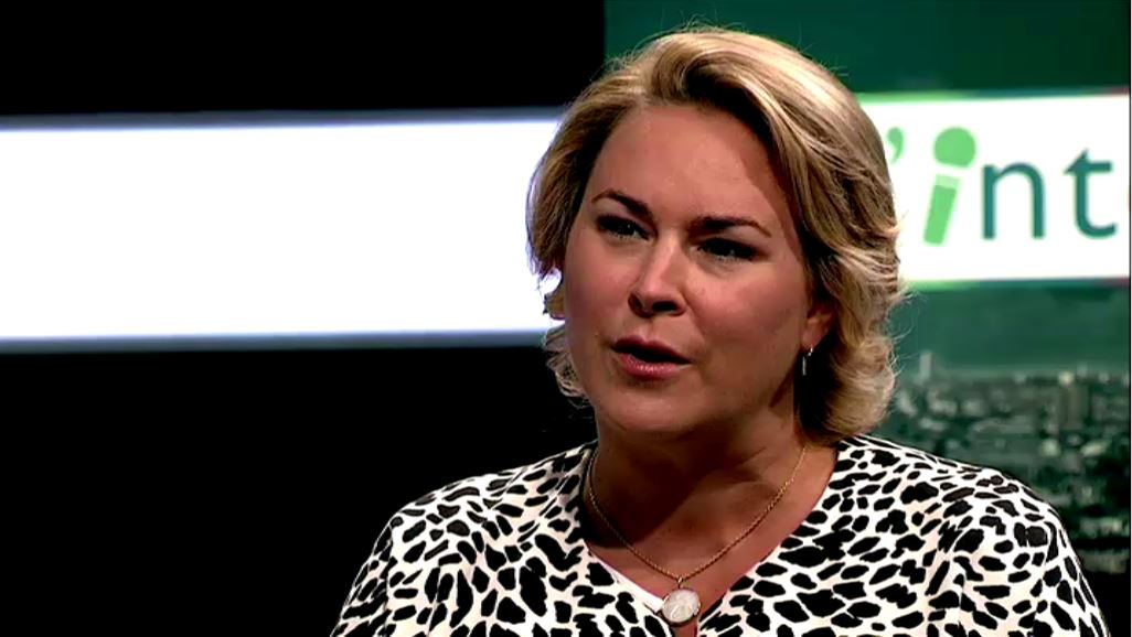"""Céline Fremault à propos de l'interdiction des pailles en plastique dans l'émission """"L'interview"""" sur BX1"""
