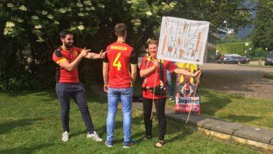 Une vingtaine de personnes devant le siège de l'Union belge pour soutenir Radja Nainggolan