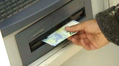 Les distributeurs de billets dans les agences fermés durant la nuit